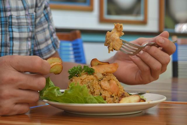 Spanish-Paella-Blue-Osa-Kitchen-4