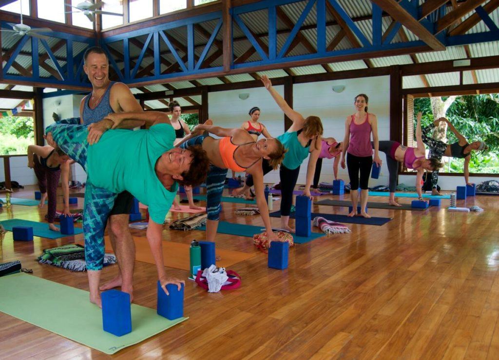 yogi-aaron-yoga-teacher-training-blue-osa-costa-rica